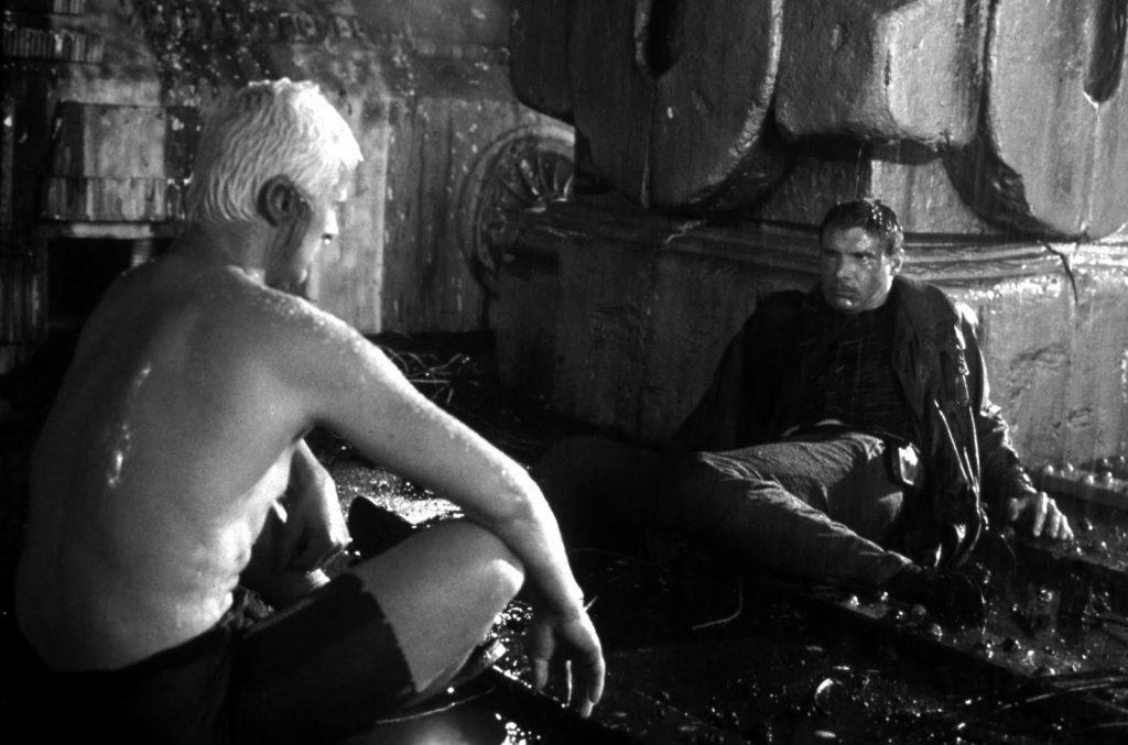 Rutger Hauer ante su mítica escena 'lágrimas en la lluvia'